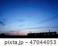 夕焼け 電車 シルエット 47044053
