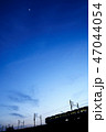 夕焼け 電車 シルエット 47044054
