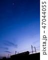 夕焼け 電車 シルエット 47044055