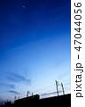 夕焼け 電車 シルエット 47044056