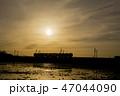 夕焼け 電車 シルエット 47044090