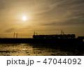 夕焼け 電車 シルエット 47044092