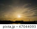 夕焼け 電車 シルエット 47044093
