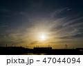 夕焼け 電車 シルエット 47044094