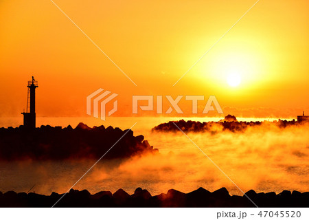 久礼湾の海霧 47045520