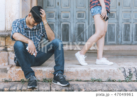 couple breaking up and ending relation 47049961