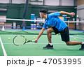 テニスをする男性 47053995