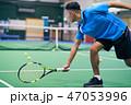 テニスをする男性 47053996