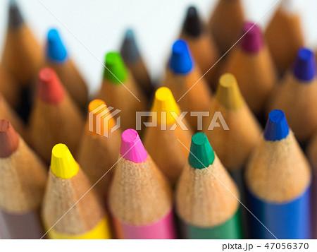 カラフルな色鉛筆 47056370