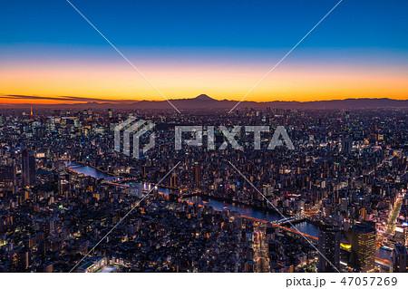 《日本の絶景》東京の夜景・富士山を望む《スカイツリー展望台より》 47057269