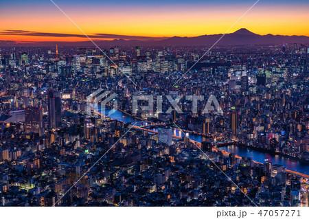 《日本の絶景》東京の夜景・富士山を望む《スカイツリー展望台より》 47057271