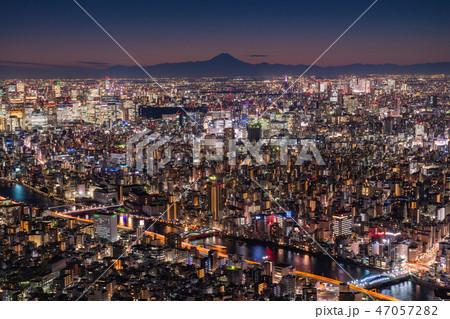 《日本の絶景》東京の夜景・富士山を望む《スカイツリー展望台より》 47057282