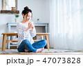女性 コーヒー 飲物の写真 47073828
