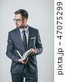 Businessman with notebook looking away 47075299