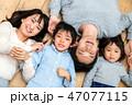 リビング 家族 団らんの写真 47077115