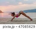 ヨガ ビーチ 浜辺の写真 47085629