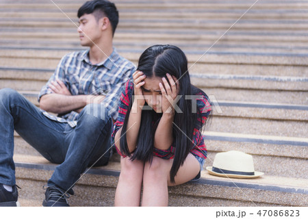 couple breaking up and ending relation  47086823
