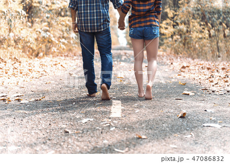 Romantic Young Couple in Love Outdoors. 47086832