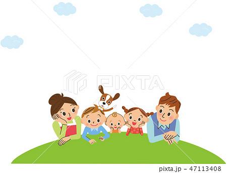 芝生と仲良し家族 47113408