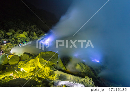 Blue fire of volcan Kawah ijen on the Java, Indonesia 47116186