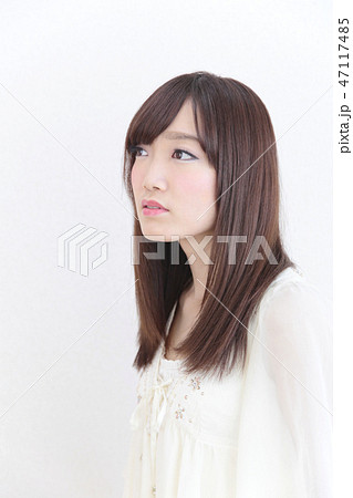 若い女性 ヘアスタイル 47117485