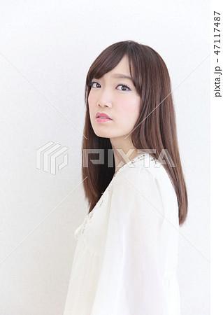 若い女性 ヘアスタイル 47117487