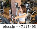 若い女性、スポーツジム、ダイエット、ジム、フィットネス 47118493