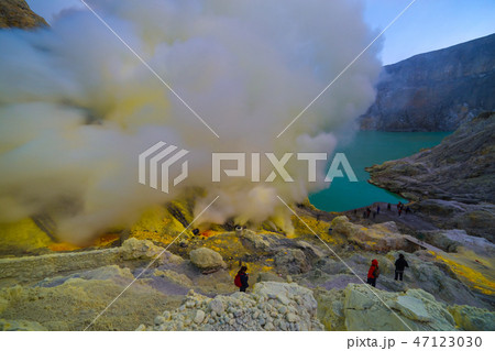 Kawah Ijen volcano crater the famous tourist attraction in the Banyuwangi, East Java island 47123030