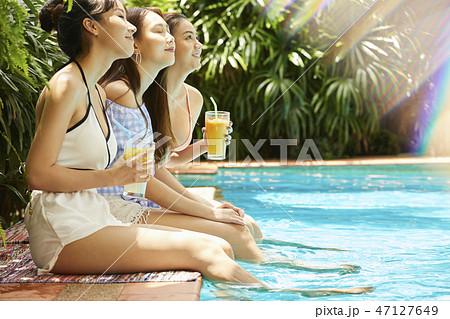 女性 リゾート 旅行 47127649