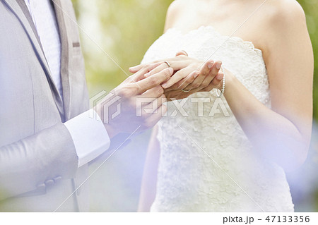 カップル 結婚 ブライダル 47133356