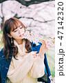 女性 桜 花見の写真 47142320
