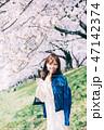 女性 桜 花見の写真 47142374