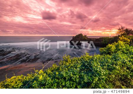 Colorful Sunset at rocky coast Pura Batu Bolong, Tanah Lot temple, Bali, Indonesia. 47149894
