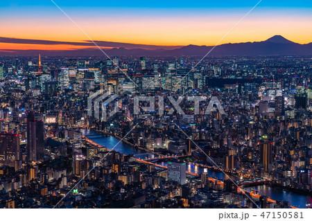 《日本の絶景》東京の夜景・富士山を望む《スカイツリー展望台より》 47150581