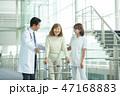 歩行器 患者 看護師の写真 47168883