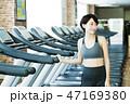 フィットネス スポーツジム トレーニング ミドル 女性 エクササイズ 47169380