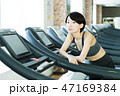 フィットネス スポーツジム トレーニング ミドル 女性 エクササイズ 47169384