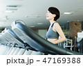 フィットネス スポーツジム トレーニング ミドル 女性 エクササイズ 47169388