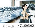 フィットネス スポーツジム トレーニング ミドル 女性 エクササイズ 47169392
