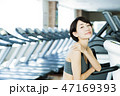 フィットネス スポーツジム トレーニング ミドル 女性 エクササイズ 47169393