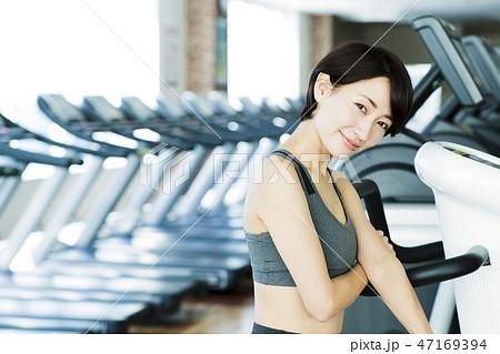 faed5fbcd054b フィットネス スポーツジム トレーニング ミドル 女性 エクササイズ. ※PIXTA限定素材 ...