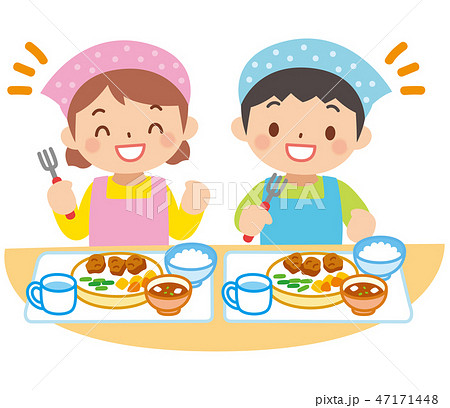 エプロンを着た子供の食事 47171448