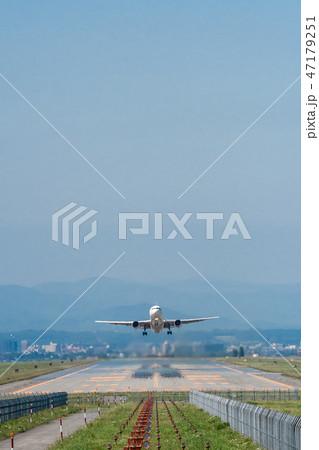 旭川空港から離陸する航空機 47179251