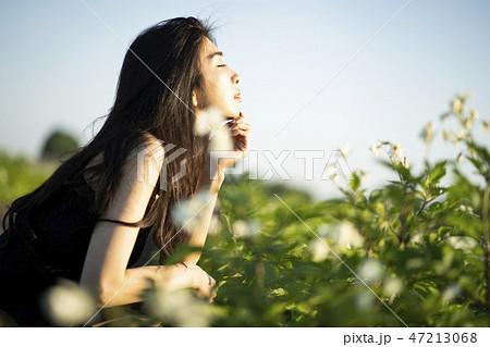 女性 自然 ポートレート 47213068