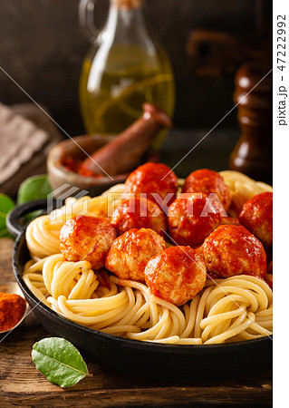 Spaghetti with tomato sauce and meatballs 47222992