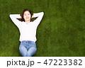人物 芝生 寝るの写真 47223382