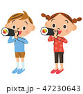 恵方巻きを食べる子供 47230643