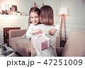 抱っこ 抱擁 抱き合うの写真 47251009