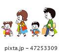 お買い物帰りの4人家族 47253309