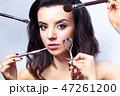 ブラシ 化粧 女性の写真 47261200